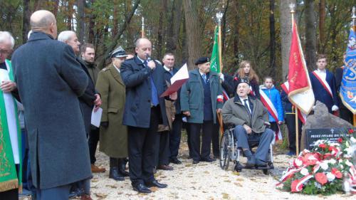 Uroczystość odsłonięcia obelisku w Lesie Turskim